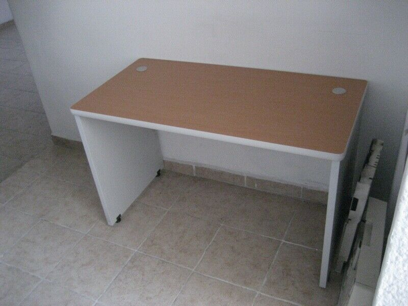 Mesa de trabajo para home office.