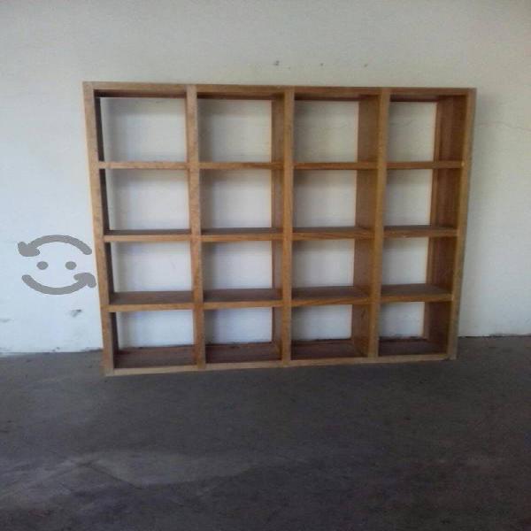 Mueble de madera solida