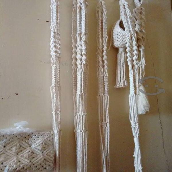 Portamacetas colgantes de macramé tejidos a mano