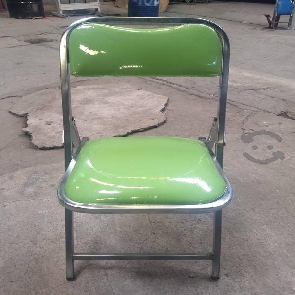sillas mesas y mantelería