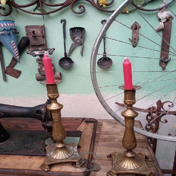 2 bonitos candelabros de bronce antiguos