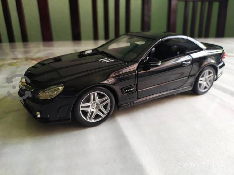 Mercedes Benz AMG a escala 1/18