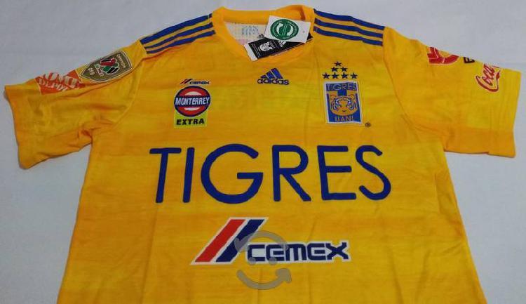 Playera Tigres con Parche de Campeón.
