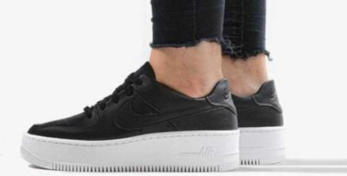 Tenis Nike Air Force 1 Sage Low