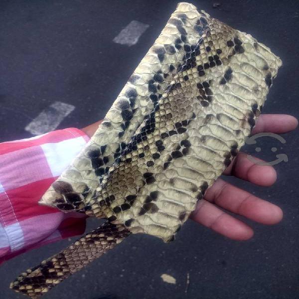 cartera de piel de víbora