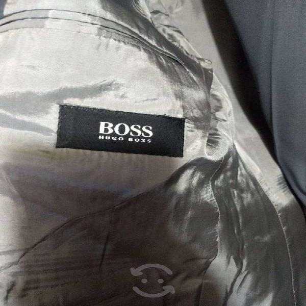 Elegante y fino trajes color gris para caballero