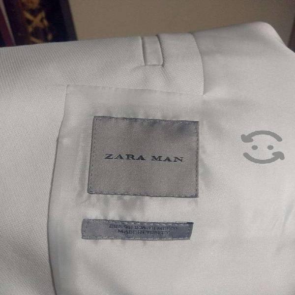 Fino traje color blanco para caballero