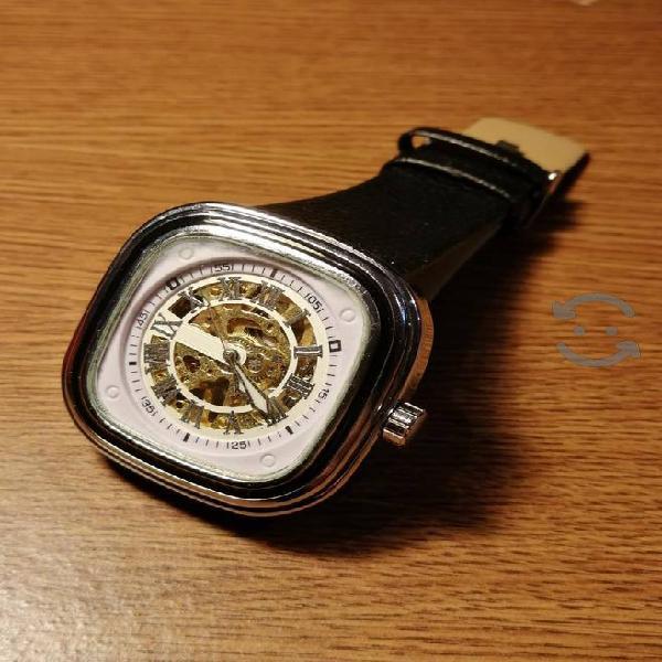Reloj Skeleton Cuadrado de Cuerda