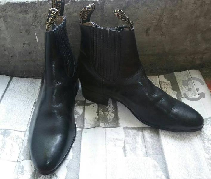 botas de piel en perfecto estado!!