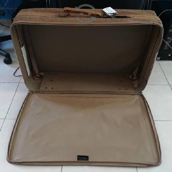 maleta gd con ruedas.