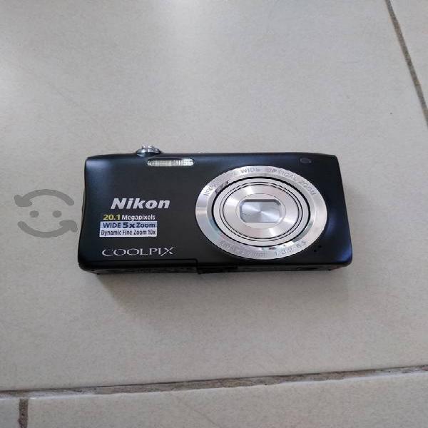 Camara Nikon Coolpix 20.1 megapíxeles