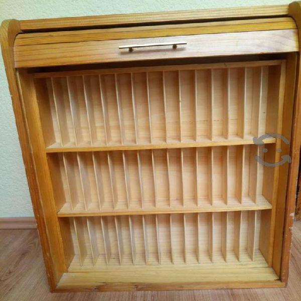 Mueble de madera para guardar videos Beta