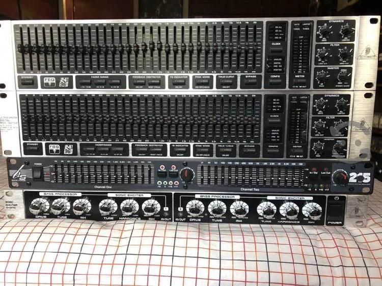 Varios ecualizadores de audio