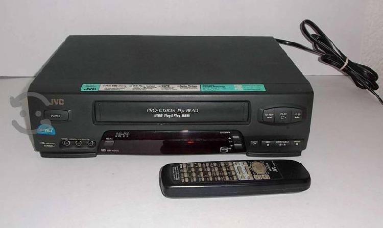 Videocasetera JVC formato VHS funcionando 90s
