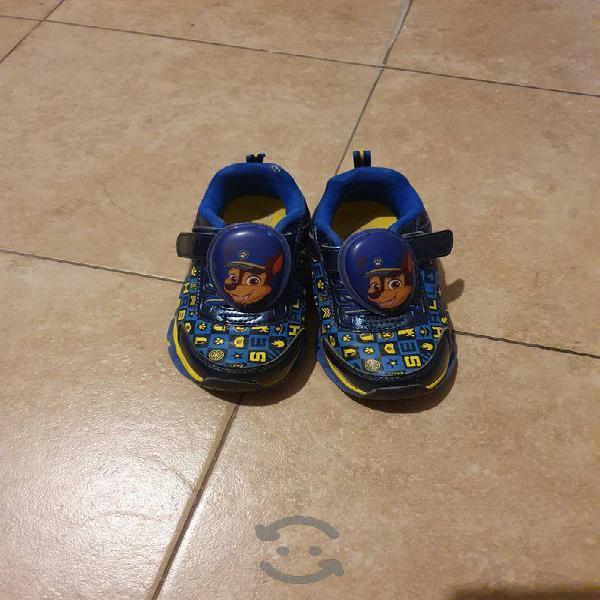 lote de zapatos y tenis para niño