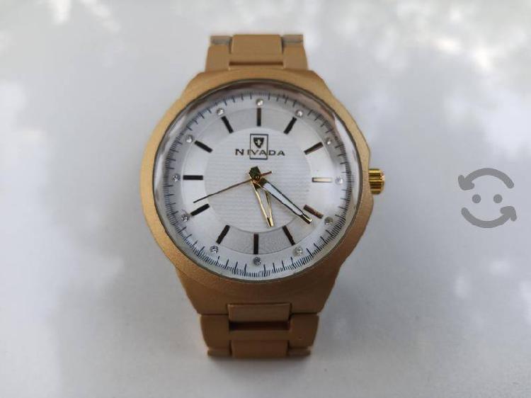 reloj USADO nivada para caballero de cuarzo
