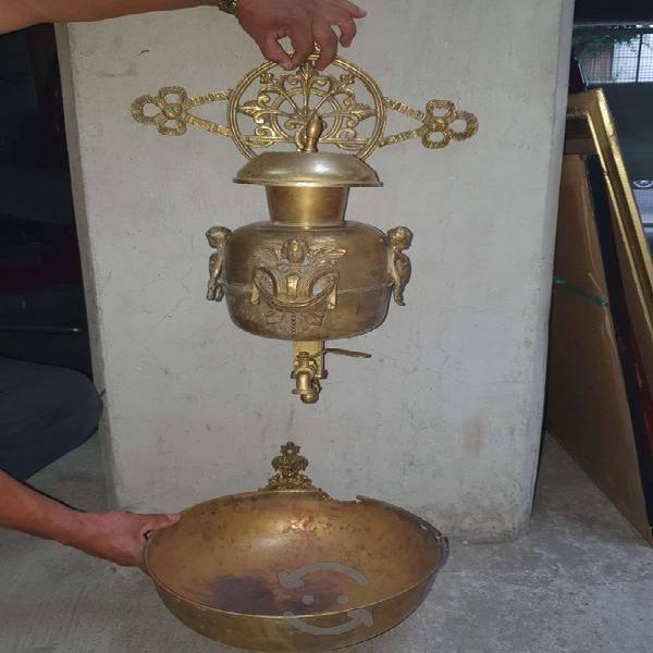 Antiguo lavamanos de latón y bronce