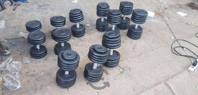 Mancuernas y aparatos de ejercicio