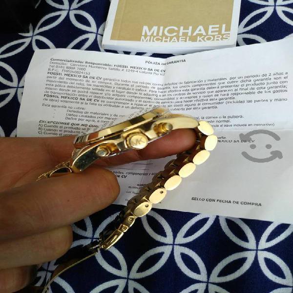 Reloj Michael Kors en su caja con sus papeles