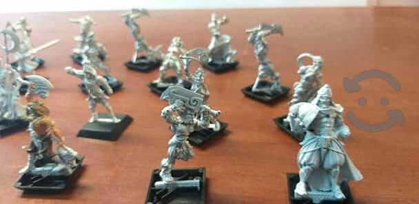vendo 24 figuras de guerreros de plomo...
