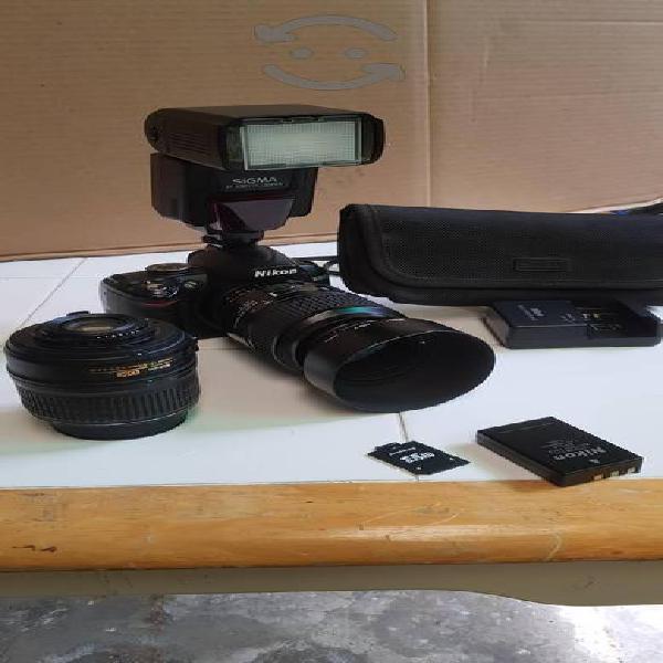 Cámara Nikon d3000 súper equipada