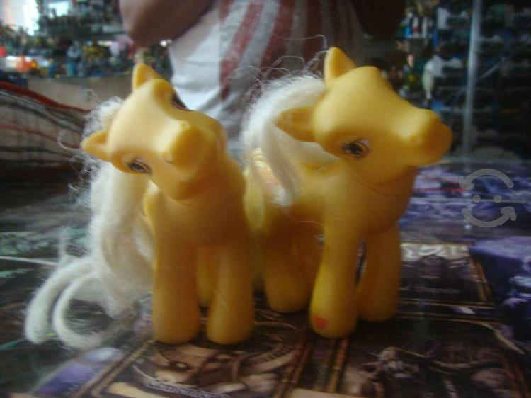 Pareja de Ponys Amarillos