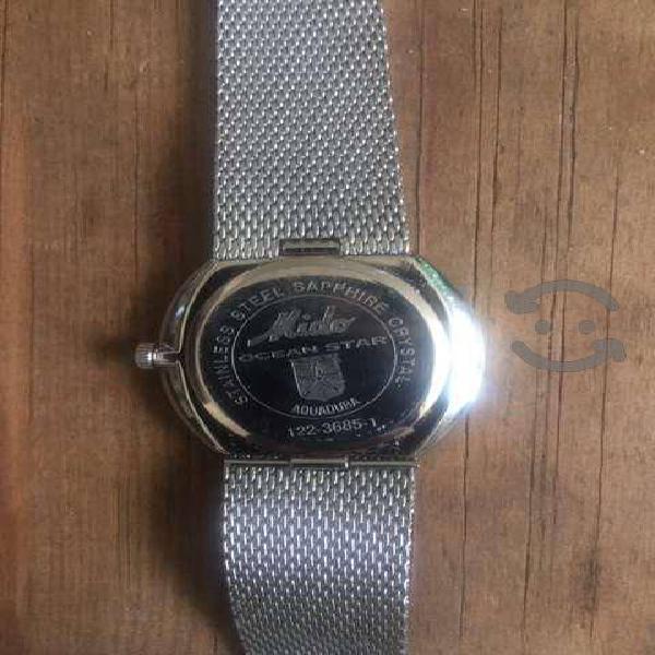 Excelente reloj electrónico, sin detalles