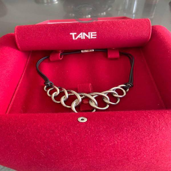 Precioso Collar ORIGINAL de TANE, plata y caucho