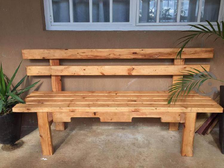 Banca de madera de pino