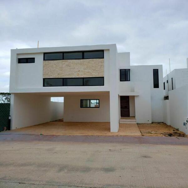 Casa en venta de 3 recámaras en Conkal. PRIVADA BOTÁNICO