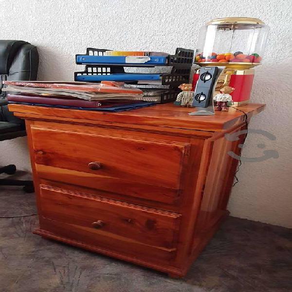 Escritorio de madera con archiveros