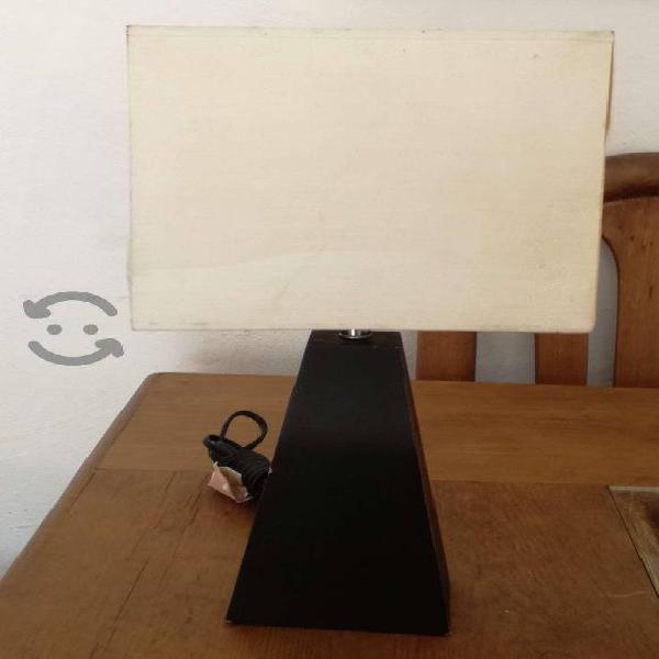 Lampara de mesa base de madera