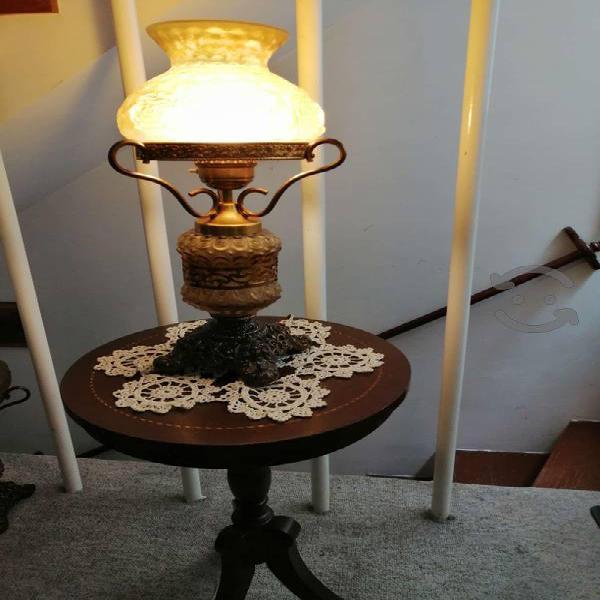 Lámparas de mesa y un de techo