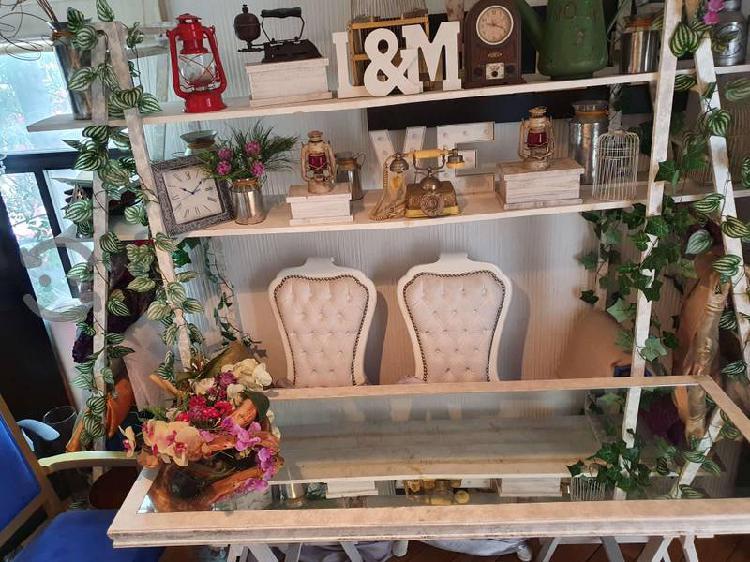 Mesa de madera con espejo estilo vintage
