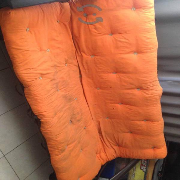 URGE VENDER sofá cama y base De cama