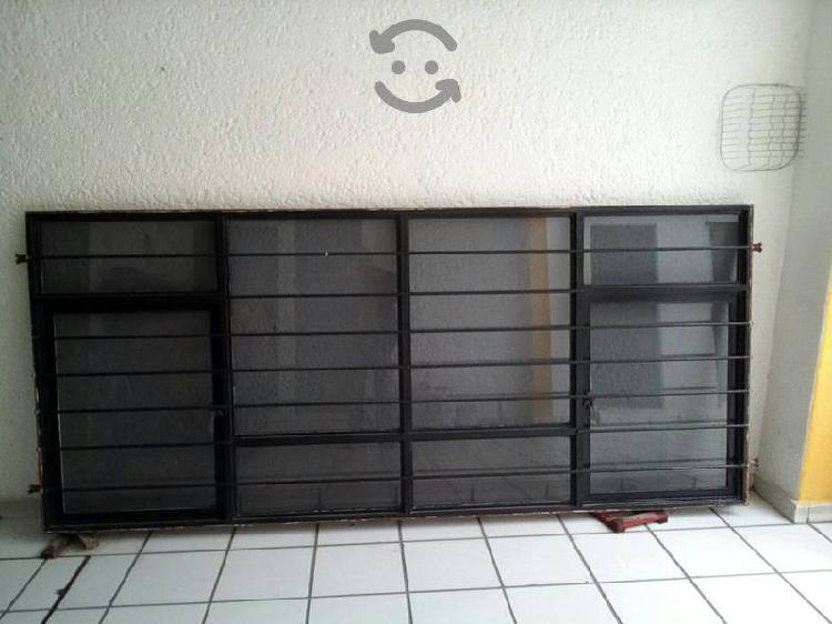 se vende ventana metal grande