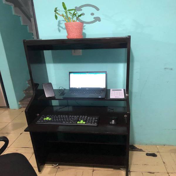 Bonito mueble para computadora