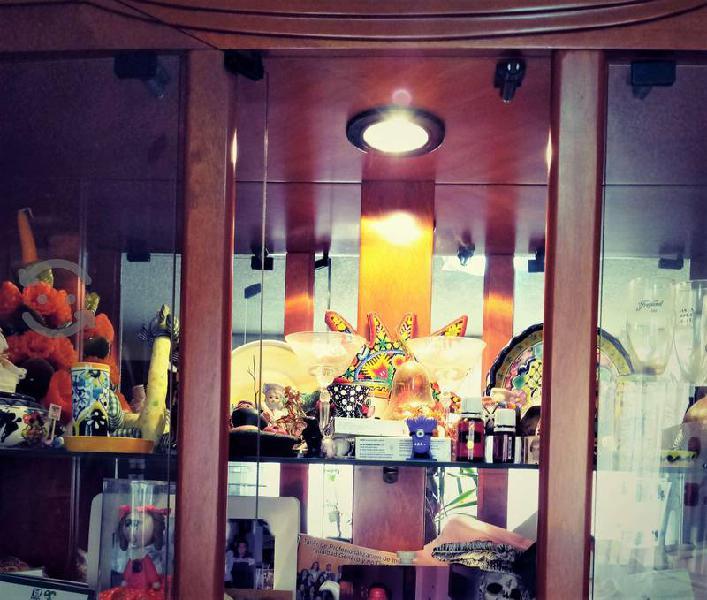 Bufetero (trinchador) con vitrina y foco