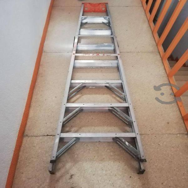 Escalera de Aluminio de 8 pies