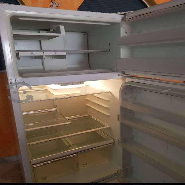 Refrigerador en excelente condición.