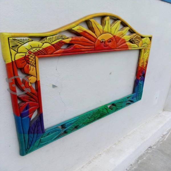 bonito marco de madera labrado pintado a mano
