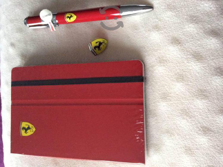 Pluma Ferrari con pin y agenda original