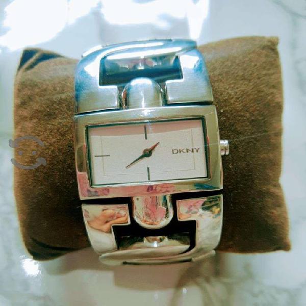Reloj DKNY original .