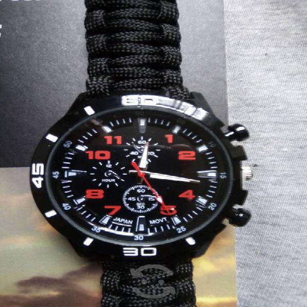 Reloj táctico nuevo con brujula y silbato