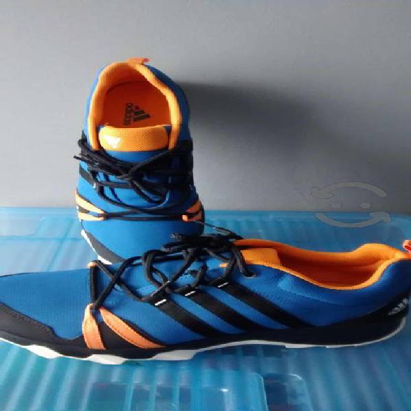 Tenis Adidas modelo Traxion talla 29 cm