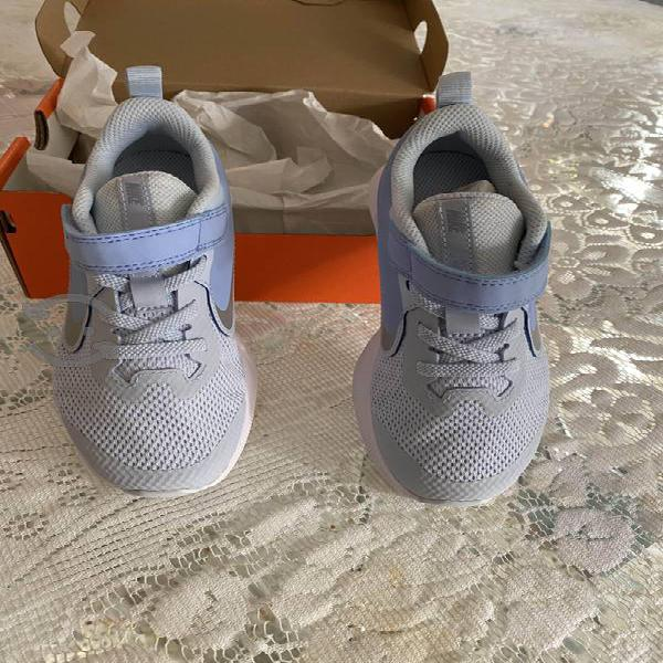 Tenis Nike , zapatos Flexi niña