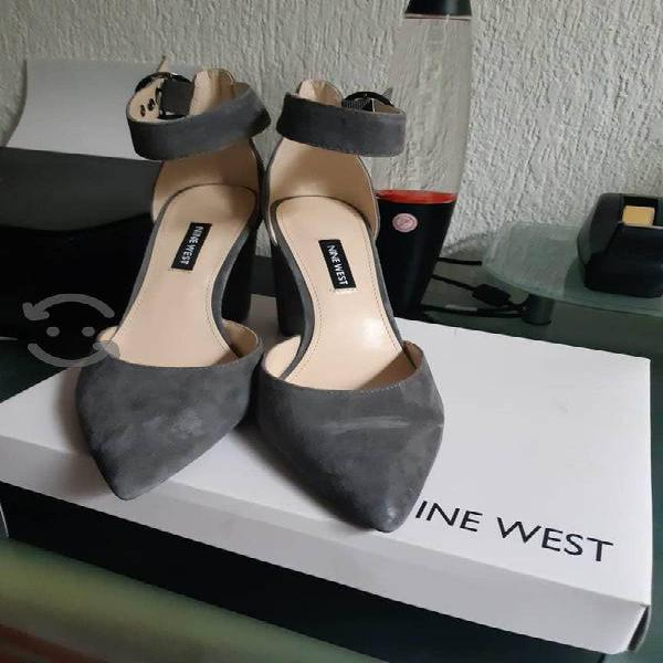 Zapatos grises No. 6 de gamuza y tacón Nine West
