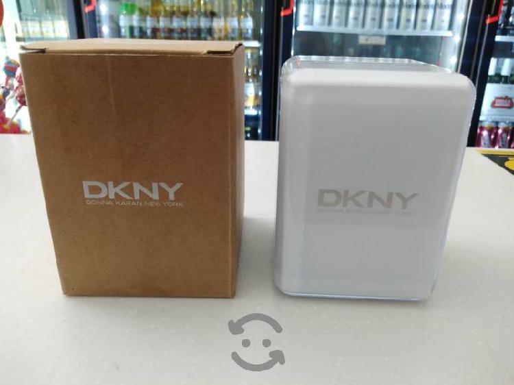 excelente reloj DKNY en muy buen estado