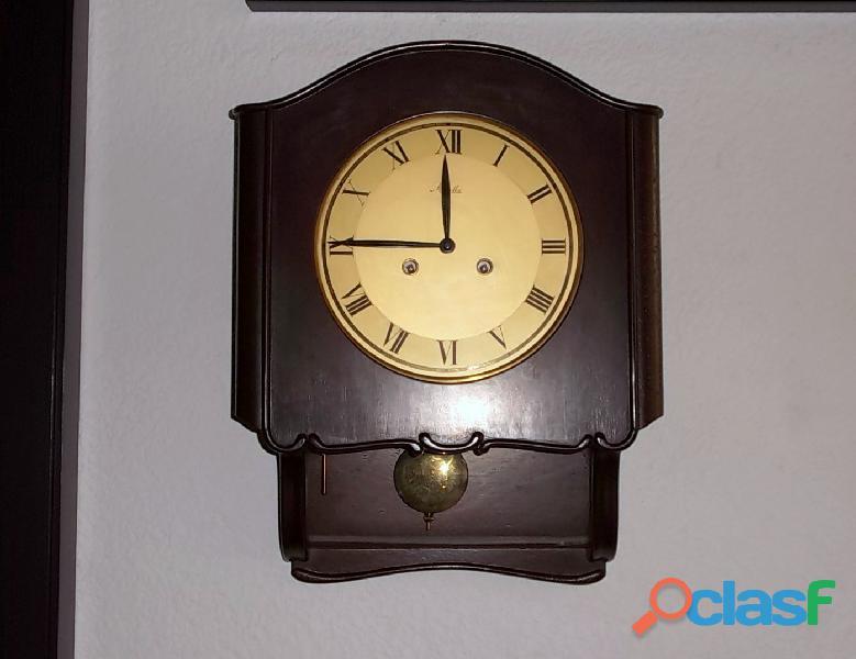 Antiguo reloj de pared Mauthe Alemán de los 50s funcionado