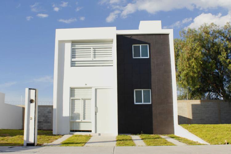Casa en venta de 4 recámaras, 3 baños completos en